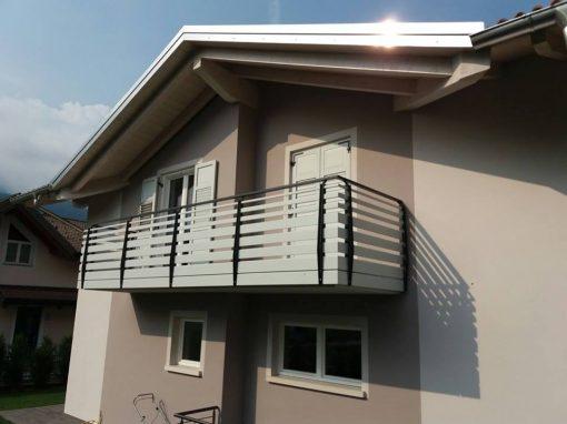 Trentino | Parapetti moderni in alluminio tinta legno per balcone