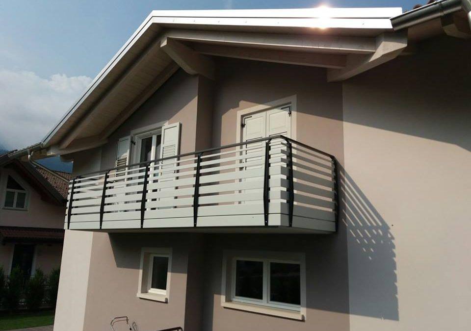 Rivestimento ringhiera balcone io99 regardsdefemmes for Idee per coprire ringhiera balcone