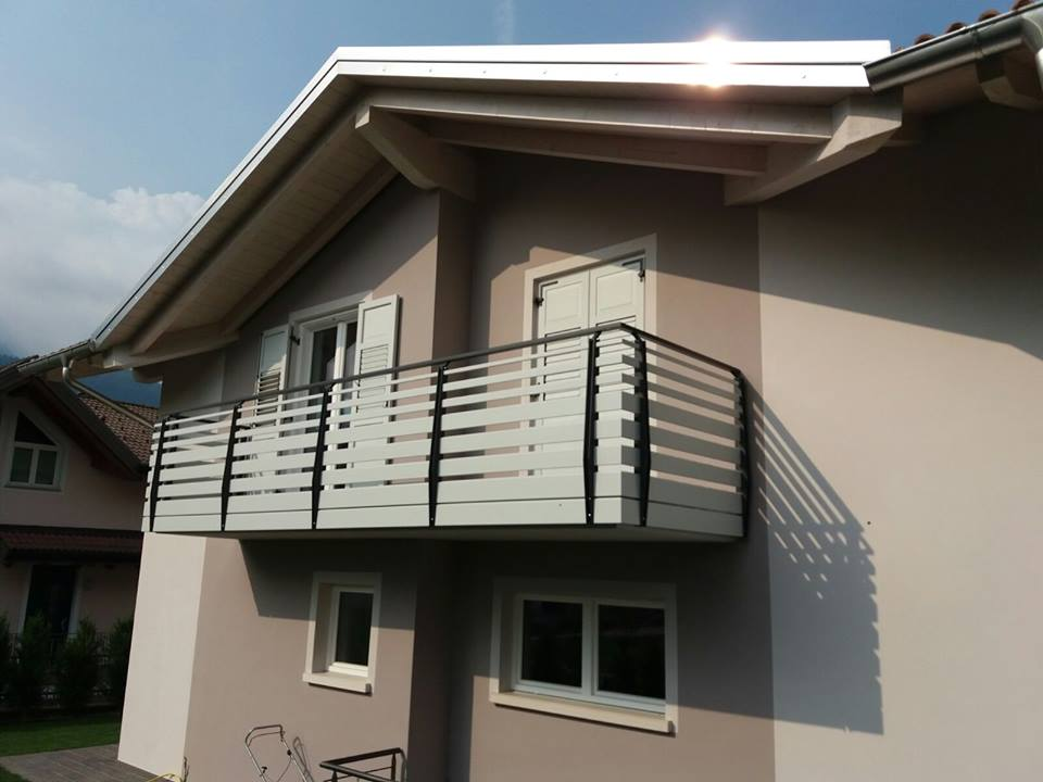 Trentino Parapetti Moderni In Alluminio Tinta Legno Per Balcone