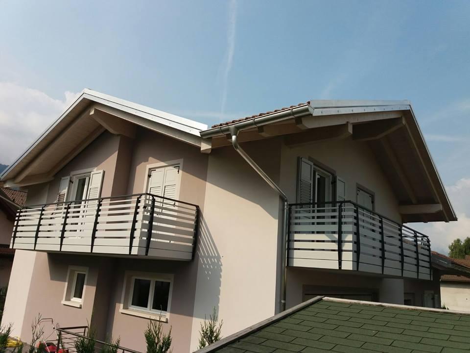 Rivestimento ringhiera balcone ws27 pineglen for Idee per coprire ringhiera balcone