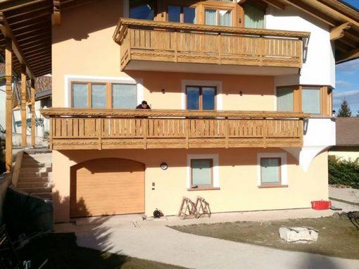 Belluno | Balconi classici con decori rustici