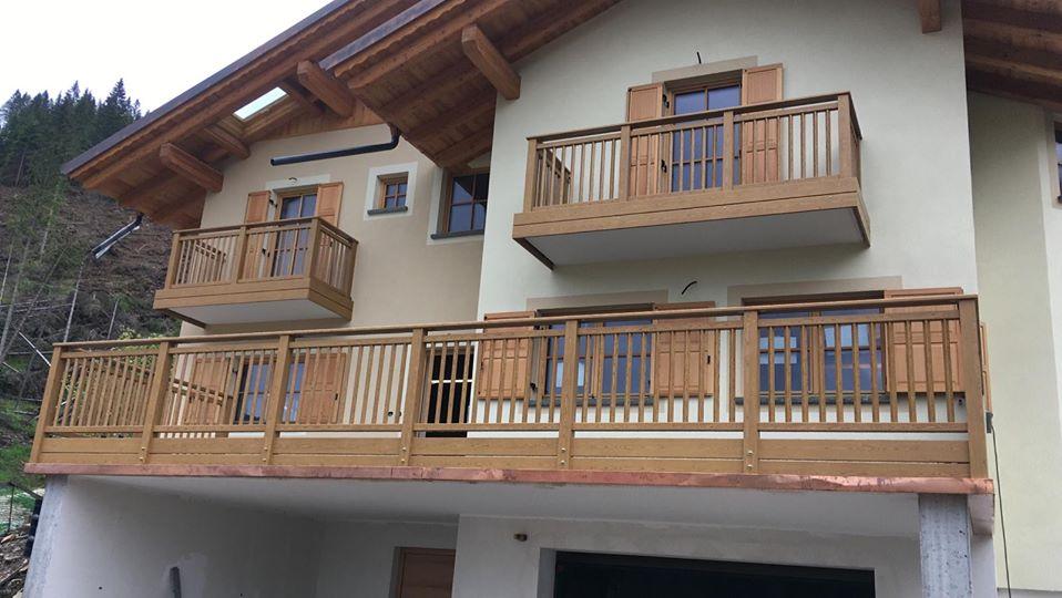Trentino | Parapetti classici per balconi in Primiero